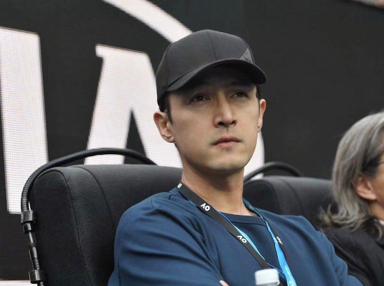 胡歌陈可辛现身澳网决赛 老胡观看比赛神情超认真