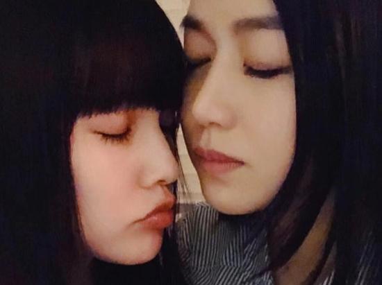 杨丞琳陈妍希聚会晒合照姐妹情深 对镜头卖萌可爱似少女