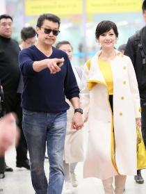 65歲趙雅芝獲老公寵溺牽手現身 粧容精緻打扮超減齡