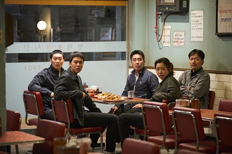 """韩国影院试推""""包场"""",每厅不超15人"""